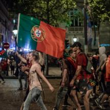 Paris : les supporters portugais fêtent la victoire sur les Cha