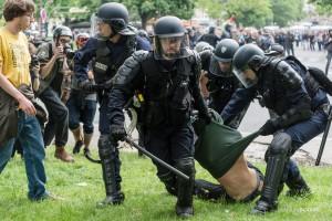Paris - Nouveau rassemblement anti-loi Travail -025