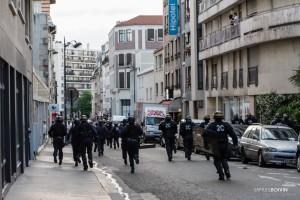 Paris - Manifestation sauvage dans les rues de Belleville-016